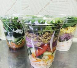 地場の新鮮野菜サラダ
